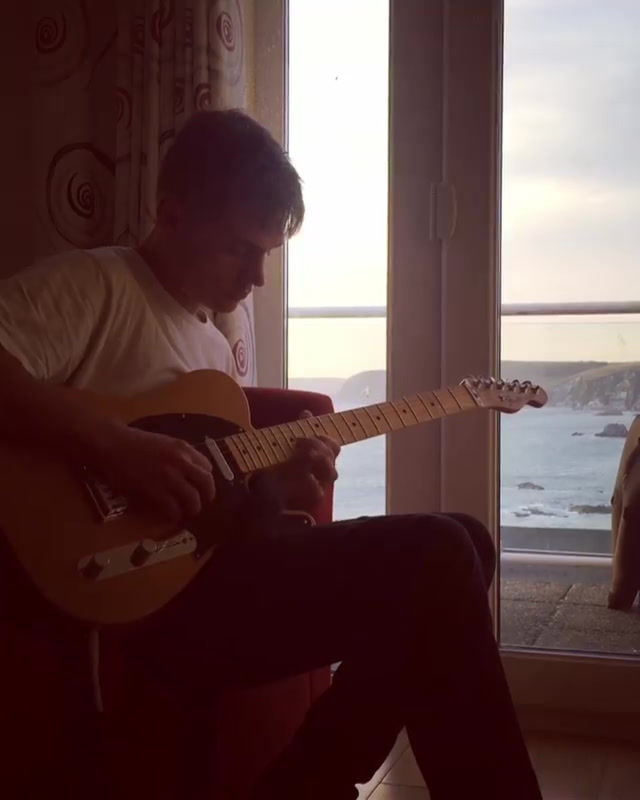 Video-of-Alex-Williams-playing-guitar-in-Devon