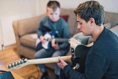 Alex-Williams-teaching-guitar_Alex-Williams-Music-School