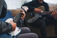 Alex-Williams-teaching-guitar-to-student_Alex-Williams-Music-School.jpeg
