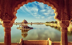 Gadisar-Lake-in-Rajasthan..webp