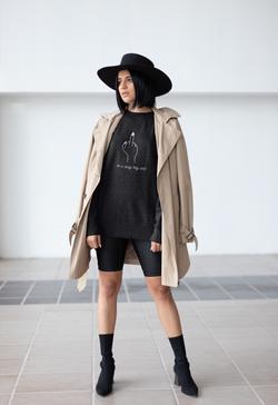 sweater-mockup-of-a-girl-wearing-a-fashi