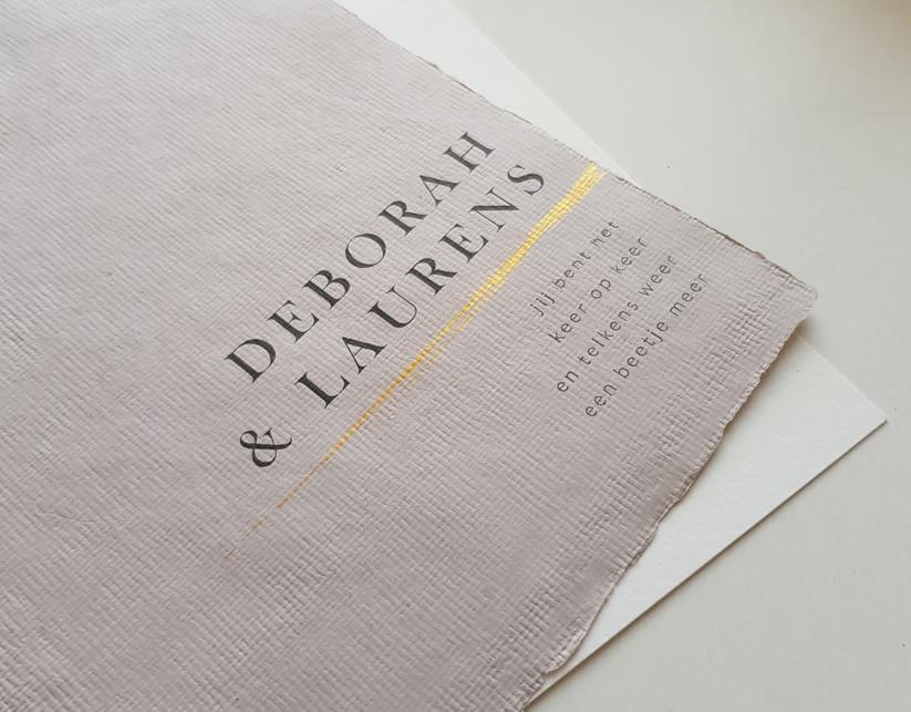 uitnodiging op handgeschept papier