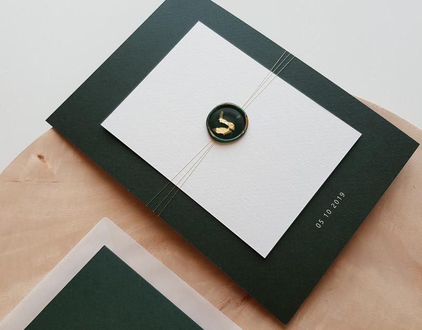 uitnodiging met lakzegel in bladgoud