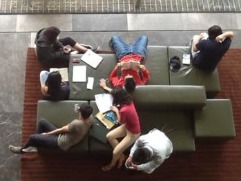 Leer entre libros. Usos del espacio y prácticas de lectura compartida