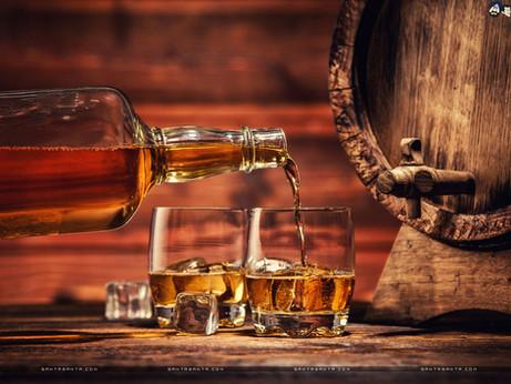 fresh-whisky-being-served-in-glasses_1024-768.jpg