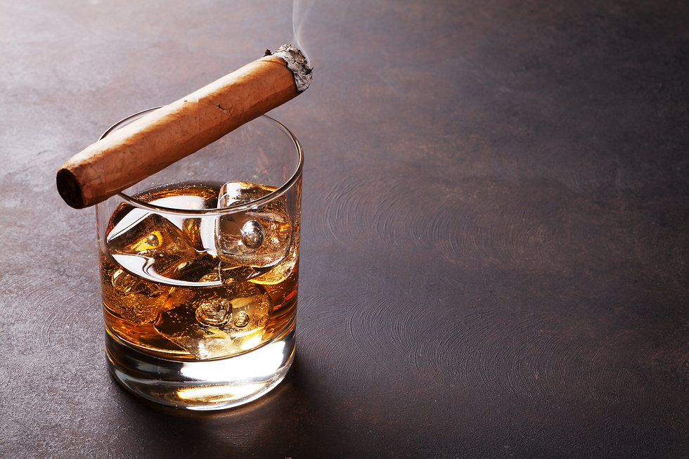whiskey-with-ice-and-cigar-P57F5FZ.jpg