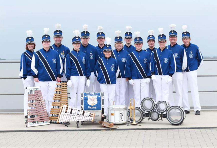 Musikanten, Spielmannszug, Uniformen und viele Musikinstrumente