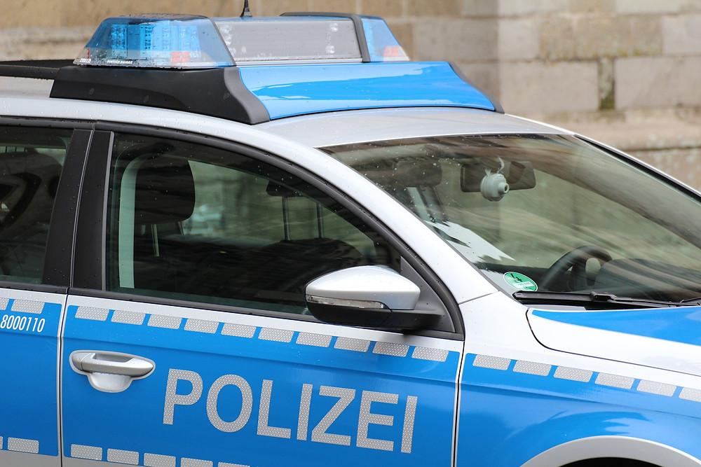 Polizeiwagen, Polizeieinsatz Leuchtturm Zeitungsverlag