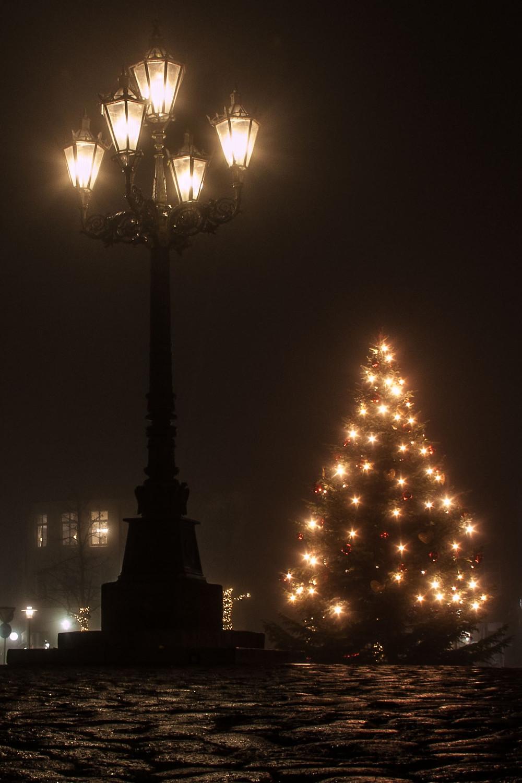 Kandelaber, Marktplatz in Glückstadt, Weihnachten, Weihnachtsbaum, Sternenzauber, Leuchtturm Zeitungsverlag