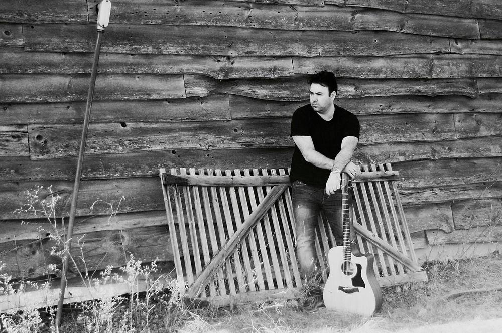Paul Eastham mit Gitarre