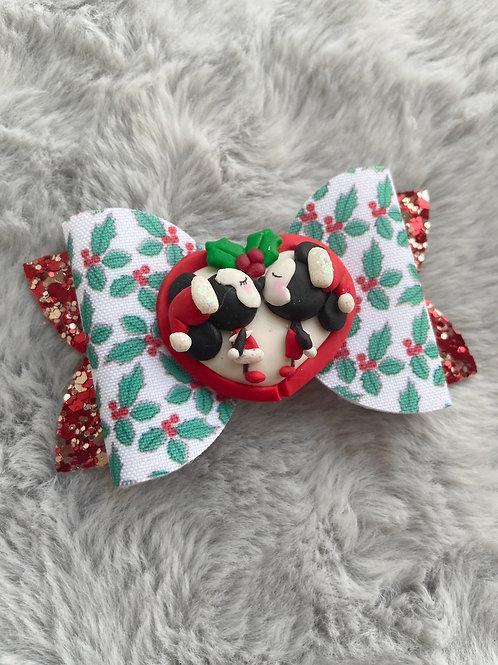 Christmas kisses bow