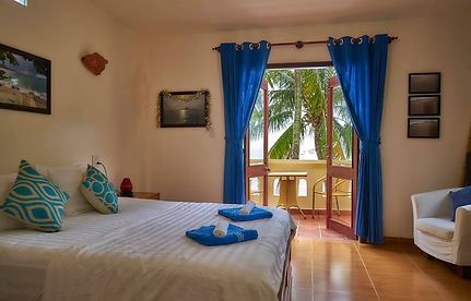 Room 4 -upstairs private double with balcony and seaview