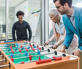 employees-playing-table-game-1024x559_ed