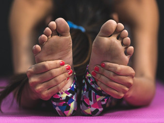 4 Home remedies to relieve foot pain after a hard day