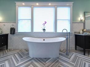 black-white-electic-bathroom