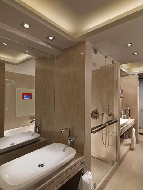 Bathroom with mirrow