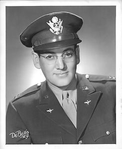 Glenn Miller in uniform 2.jpg