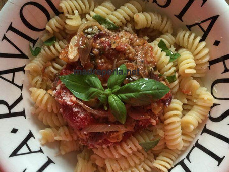 Fusilli sauce tomates confites au four