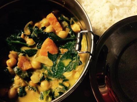 Curry de patate douce, épinards, pois chiches