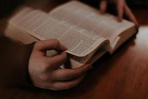 הברית החדשה וארון הספרים היהודי - יחסים סכיזופרנים