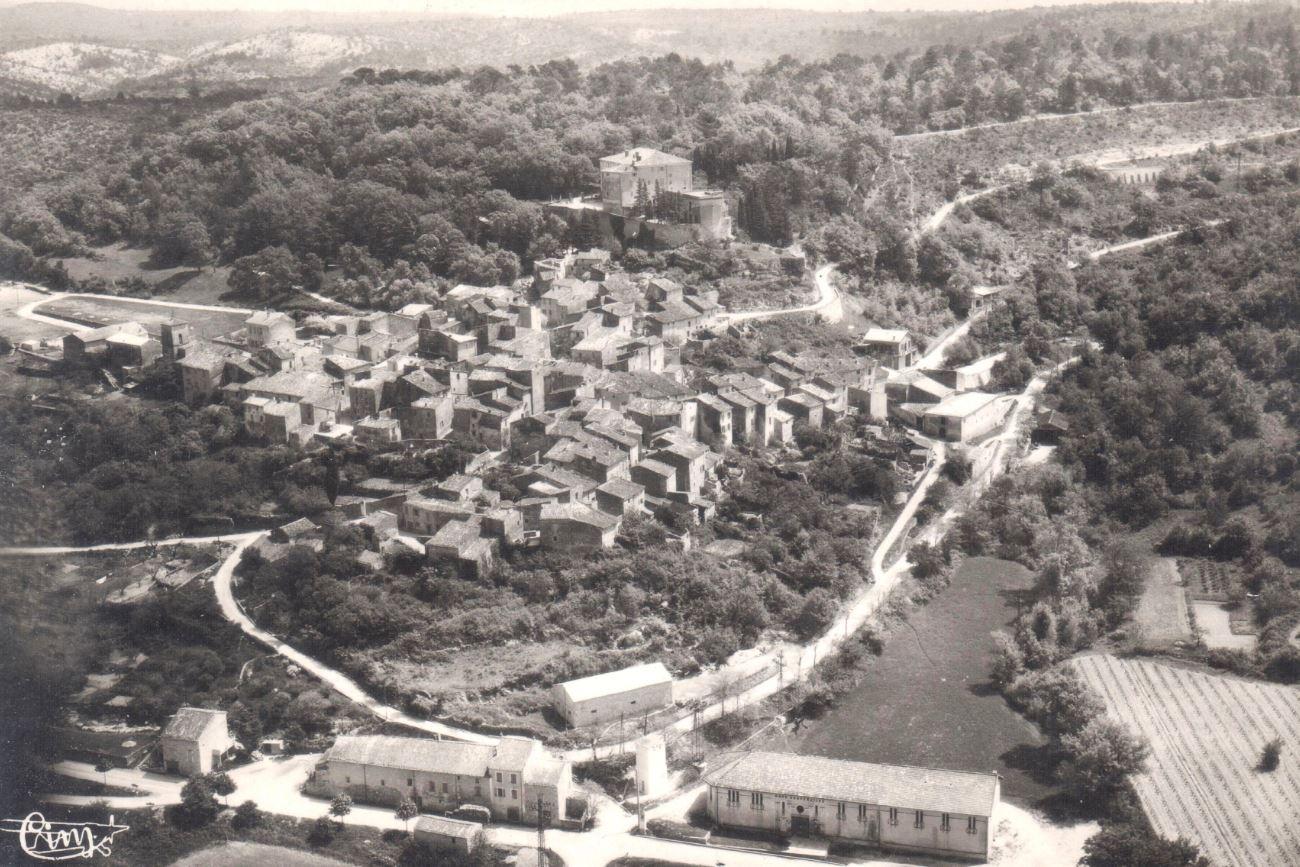 Esparron-de-Pallières vue aérienne.