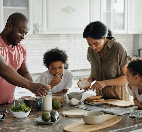 family-making-breakfast-in-the-kitchen-r