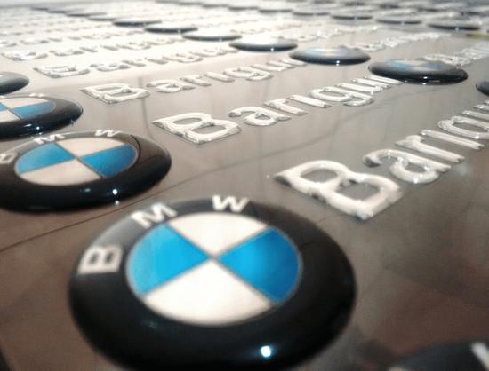 Adesivo Resinado BMW Barigui