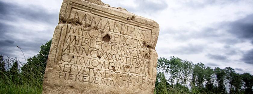 Replica grafsteen Marcus Mallius
