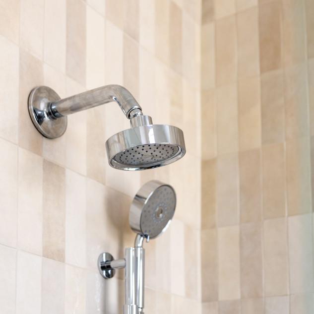 39-cream-cloe-vertical-stacked-shower-ti