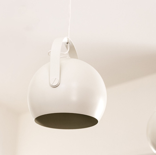 24-white-ball-pendants-with-handle-kitch