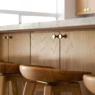 13-round-brass-knobs-oak-cabinets-wood-b