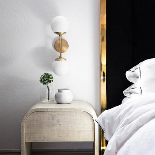 43-neutral decor-black and white bedroom