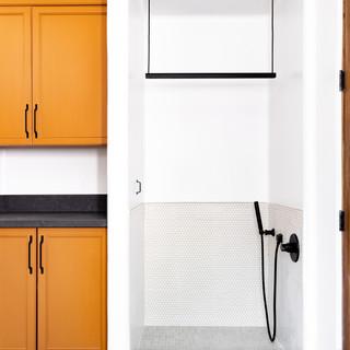 19-black and white floors-dog shower-clo