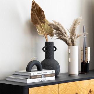 4-Scandinavian dining room-black vase-wh