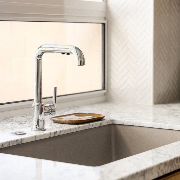 20-polished-chrome-kitchen-faucet-marble