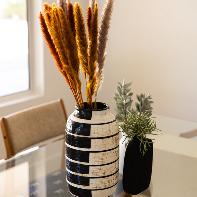 5-pampas-grass-neutral-modern-decor-stri