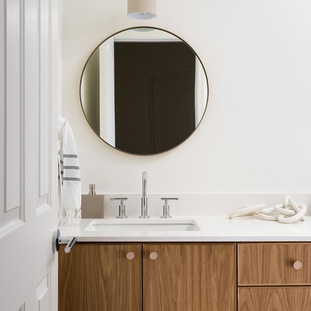 44-modern-bathroom-round-mirror-brass-co