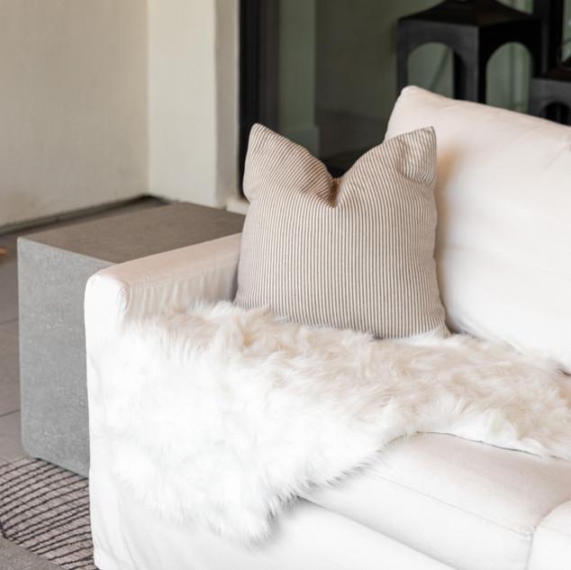 31-outdoor seating-white outdoor sofa-mo