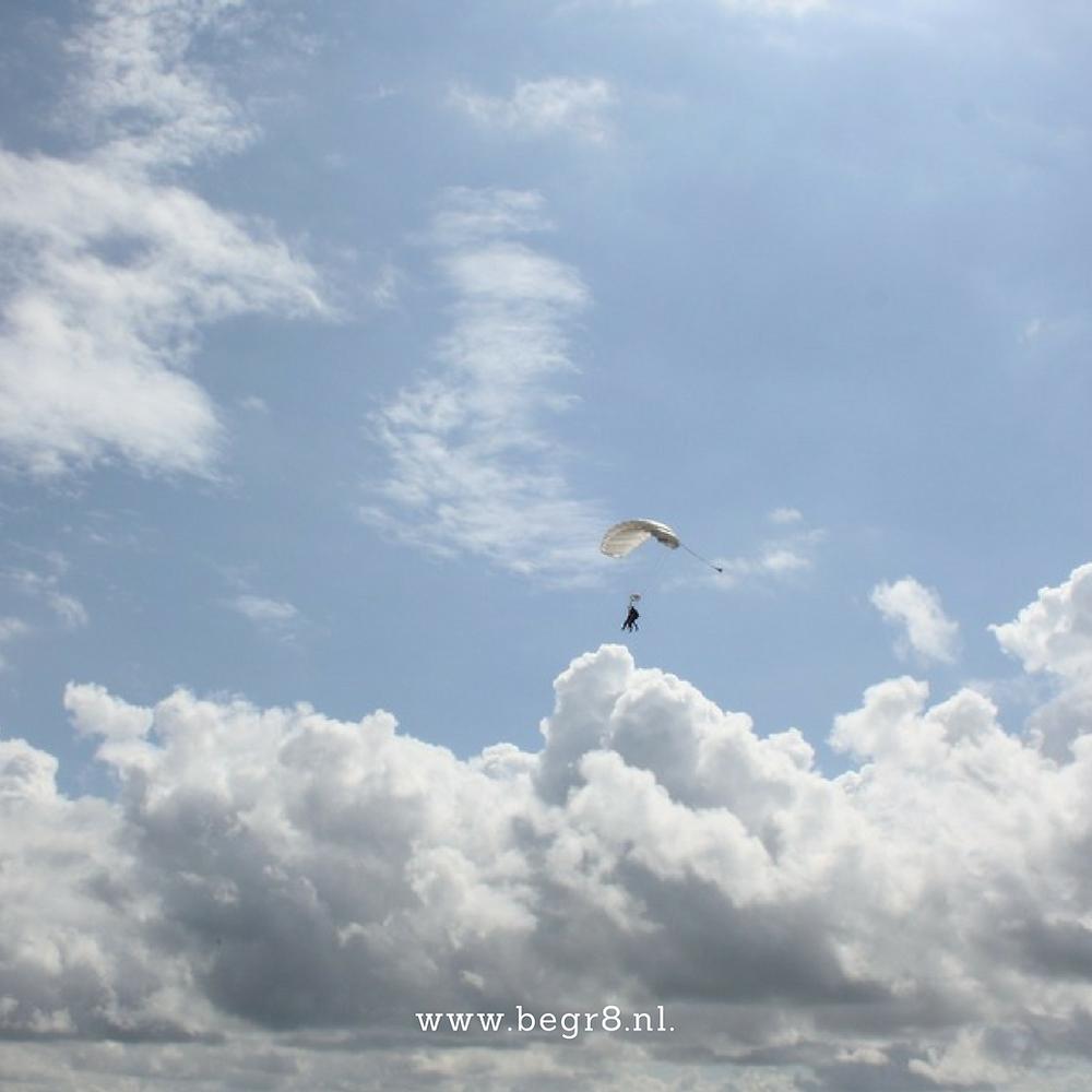 Parachute springen op Texel (foto: Be Gr8)