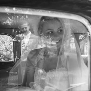 la mariée dans l'auto