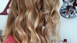 Video: Beachy Waves Tutorial