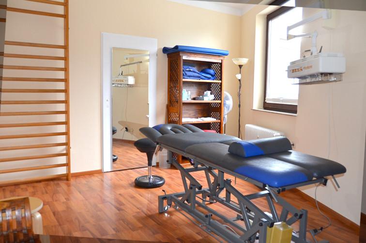 Behandlungszimmer.jpg