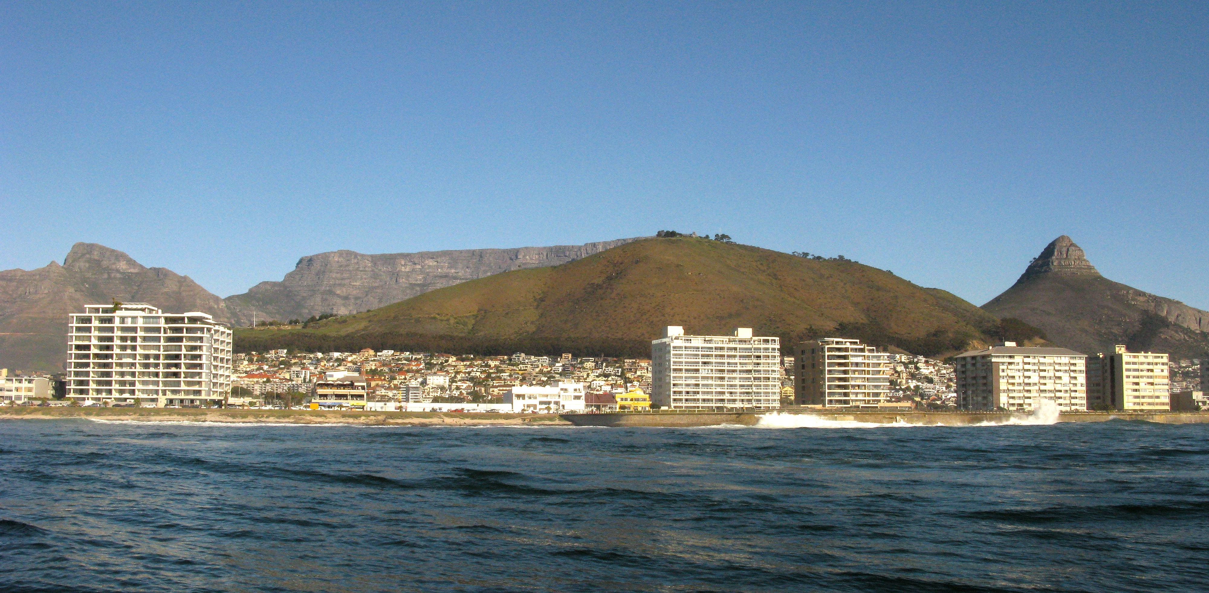 Dolphin Inn and Table Mountain