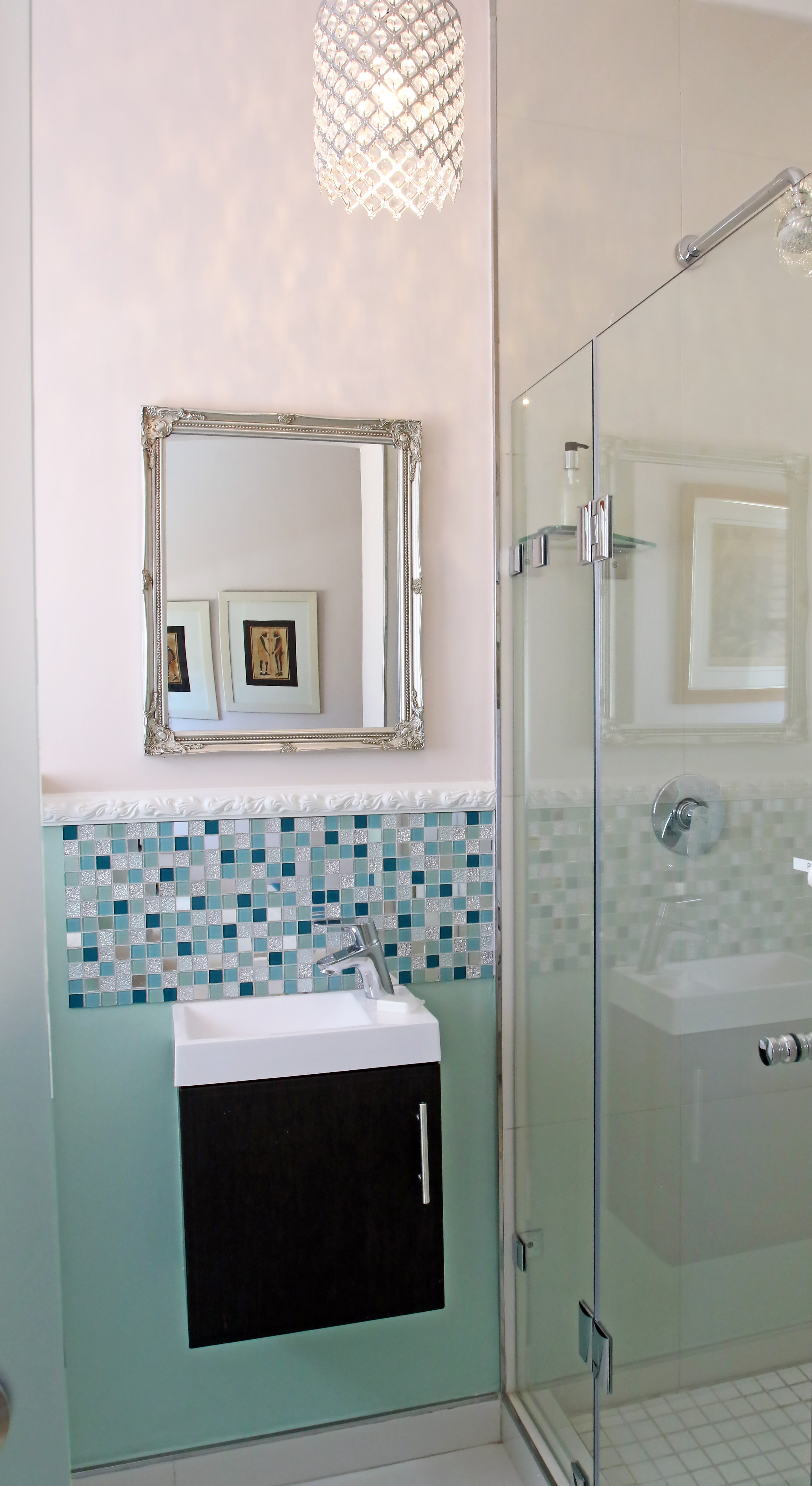 Room 3, Bathroom