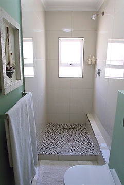 Room%2010%2C%20Bathroom%20(i)_edited.jpg