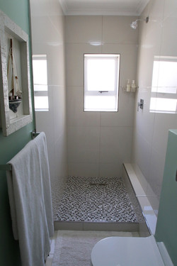 Room 10, Bathroom