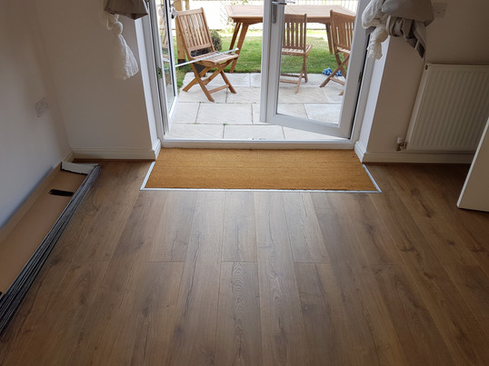 Laminate with coir matting in-lay