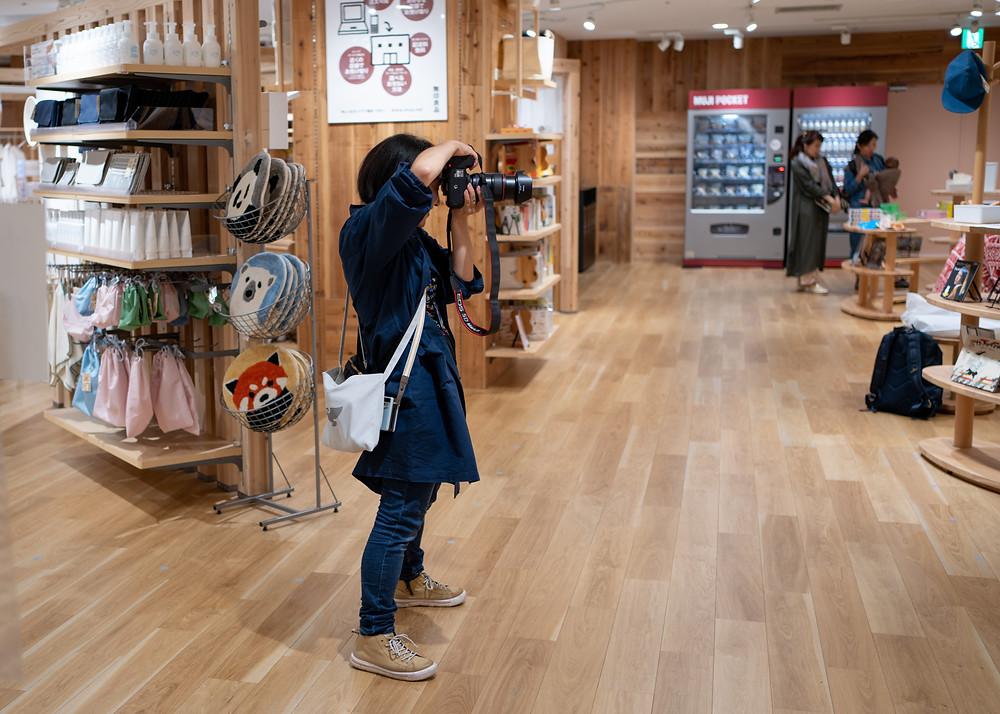 お店からお貸出しいただいた、お揃いのショップコートを着てイベントに臨みました。Photo:Tomomi Shiina