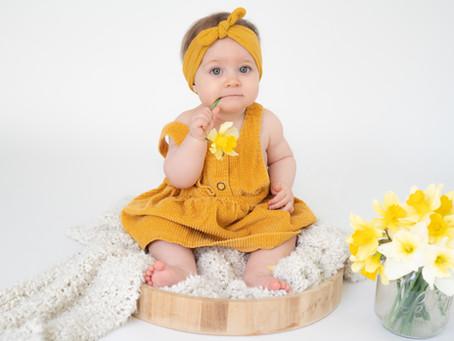 Photographe Bébé Rennes et Ille-et-Vilaine -Portrait bébé 6/18 mois - Bébé tient assis