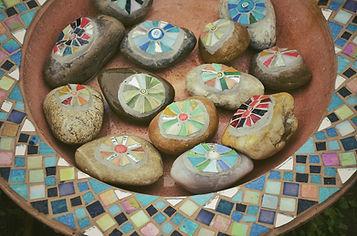 Steine auf Mosaic Bowl